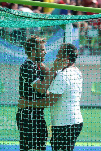 La llamativa reacción del entrenador de Los Leones tras el triunfo ante Alemania