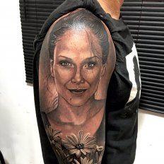 El impactante tatuaje del padre de Barbie Vélez con la cara de su hija