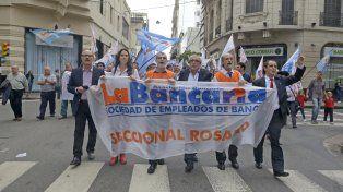 Los bancarios seguirán con las medidas de fuerzas y ya anunciaron un paro nacional para fin de mes. (Foto de archivo La Capital)