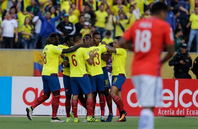El festejo ecuatoriano tras uno de los goles en el contundente 3-0.