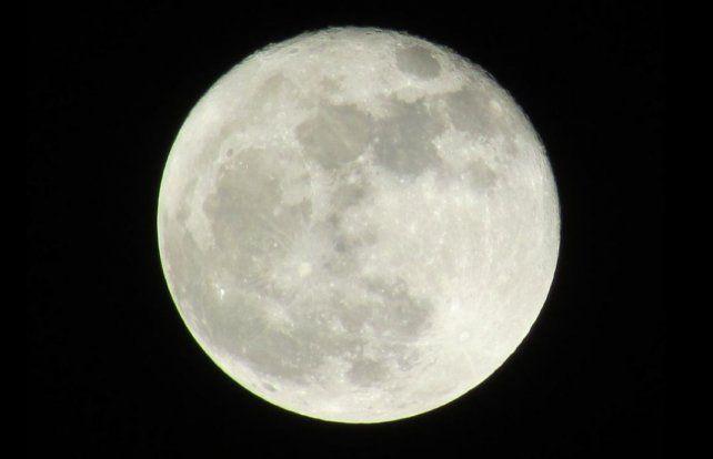 La Súper Luna de octubre brilló anoche