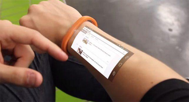 Una pulsera futurista convierte tu piel en una tablet