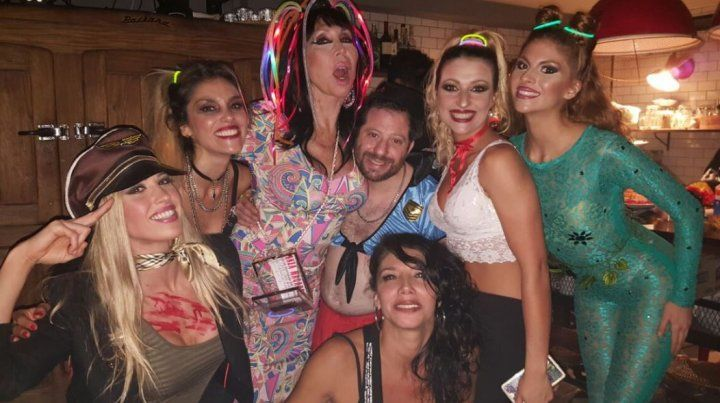 Moria Casán y José Ottavis fiesta y descontrol por Halloween