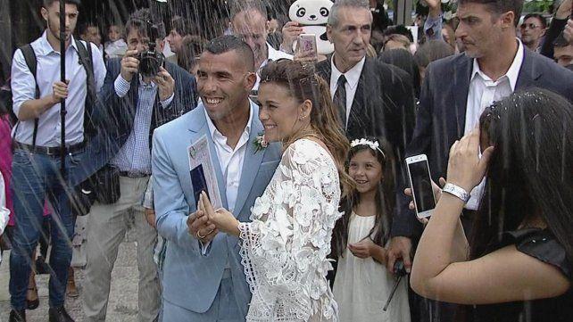 Se casó Carlitos Tevez por civil y comienza la megafiesta que sigue hasta Navidad
