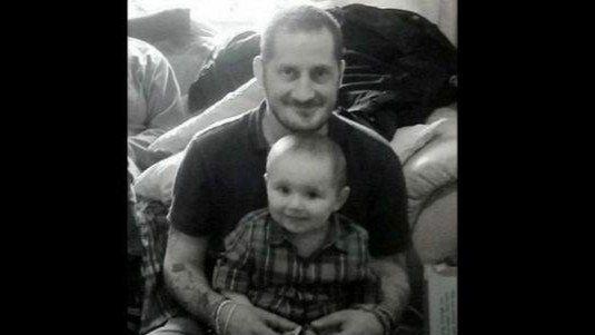 Supo que moriría y pasó sus últimas horas buscando una familia para su hijo