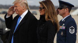 Todo listo. Trump y su esposa Melania llegan a Washington para la investidura presidencial.