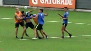 Insaurralde y Silva se agarraron a trompadas en la práctica de Boca