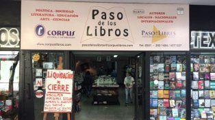 La librería Paso de los Libros anuncia su cierre con un cartel en el que le da las gracias a Macri.