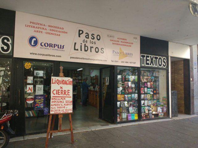La librería Paso de los Libros cierra sus puertas y se lo agredece a Macri con un cartel