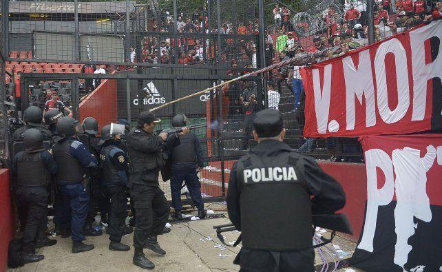 Se filtró un video que muestra la represión policial tras el clásico de Rosario
