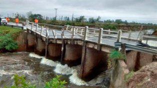 La crecida de un arroyo provocó la caída de un puente sobre la ruta 12 en Corrientes