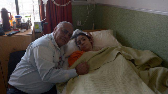 Una joven está postrada hace siete meses tras someterse a un implante mamario