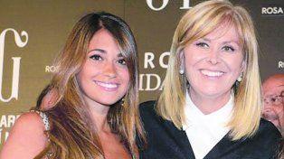Antonella junto a la diseñadora del vestido