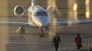 Neymar y Dani Alves llegaron al aeropuerto de Fisherton.