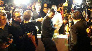 El doble de Messi tuvo su boda paralela en la calle y frente al hotel del City Center