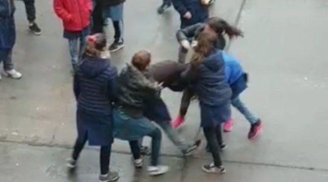 Filtran en las redes videos de violentas peleas entre alumnos de una escuela de San Jorge