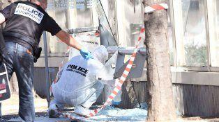 Un muerto al estrellarse un auto contra dos paradas de ómnibus en Marsella