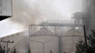 Un incendio se desató esta madrugada en la planta de Molinos Agro en San Lorenzo.
