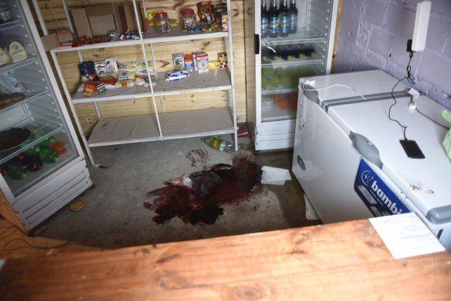 Rastro. Una mancha de sangre oscura quedó en el piso
