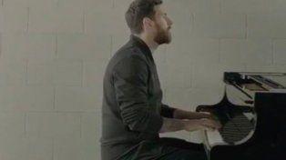 Messi se sentó al piano y asombró a todos tocando una de sus melodías preferidas