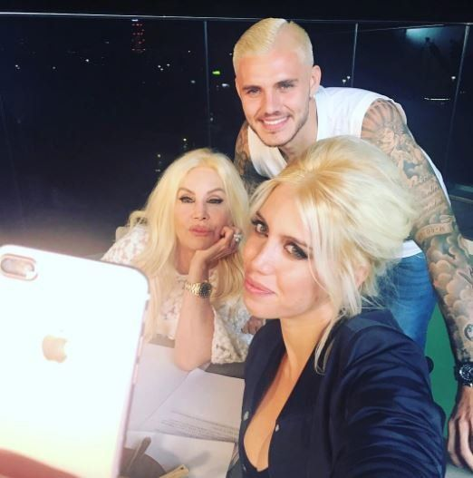 Susana en Milán con Wanda y Mauro Icardi platinado