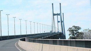 vínculo trascendental. El corredor sólo tiene dos carriles por mano sobre el brazo principal del Paraná.