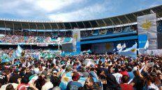 una multitud copo el estadio de racing para el cierre de campana de cristina