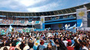 Una multitud copó el estadio de Racing para el cierre de campaña de Cristina