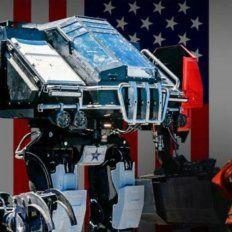 Dos robots gigantes se enfrentan en un megacombate que se seguirá por internet