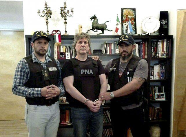 Las imágenes de Boudou detenido en su departamento de Puerto Madero se viralizaron rápidamente.