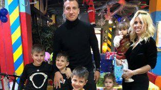 Lo primero es la familia: Wanda, Mauro, Maxi y su novia, juntos en una fiesta infantil