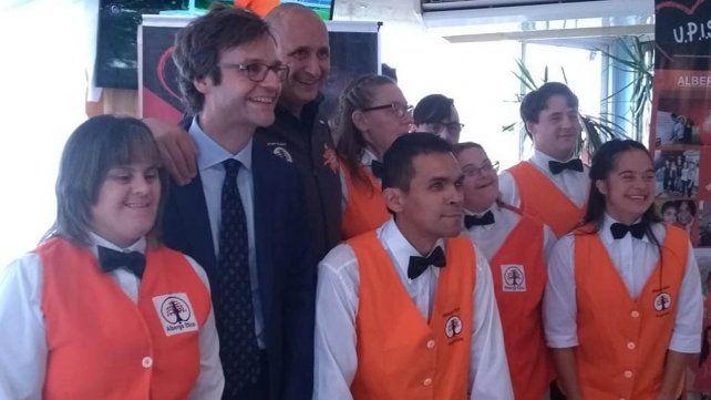 Inauguran el primer hotel atendido por jóvenes con síndrome de Down