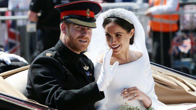 La pareja real durante el paseo en carruaje por las calles de Londres.