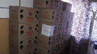 Las cajas con leche que fueron secuestradas por la policía.