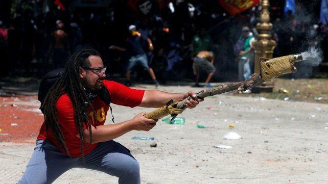 El gobierno ofrece una recompensa para atrapar al militante del mortero