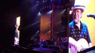 Una captura del video que muestra el momento en que Sabina deja de cantar.