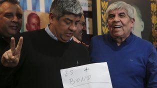 Pablo y Hugo Moyano celebraron el acuerdo al que llegaron en la paritaria de Camioneros.