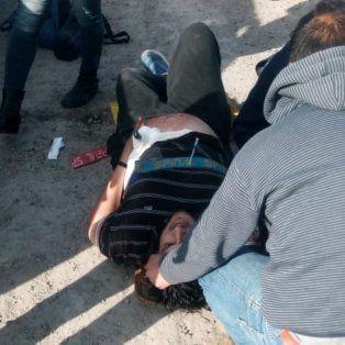 Impactantes imágenes del instante en que un camionero es acuchillado por un colega