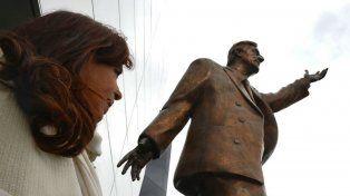 Quitarán la estatua de Néstor Kirchner en Unasur por ser símbolo de corrupción