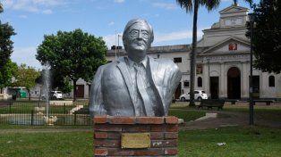Asoma en el oeste. El busto del ex presidente Néstor Kirchner fue instalado en Mendoza y Provincias Unidas.