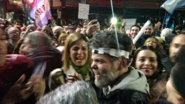 Alfredo Casero fue ovacionado durante la movilización al Congreso por defender al Gobierno