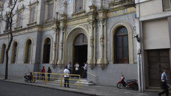 Bajo la lupa. El colegio de Mendoza y Alem ya dio parte del hecho al Ministerio de Educación provincial, que le inició un sumario al profesor.