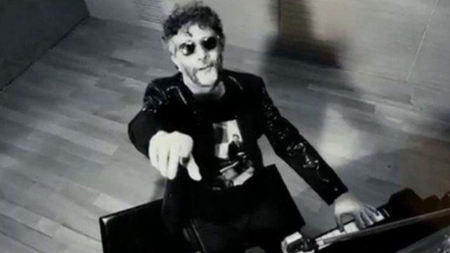 Fito cantó una versión de Dale alegría a mi corazón para River- Boca