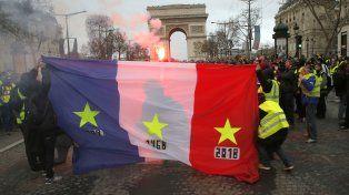 Cerca de 1.000 detenidos y más de 100 heridos por las protestas en Francia