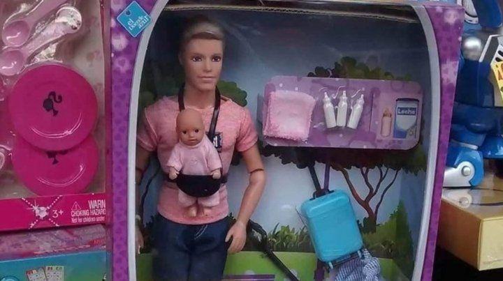 El muñeco de Mirko es el furor de los regalos navideños en el centro rosarino