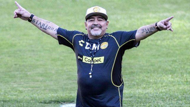 Maradona recibió el alta médica tras ser operado del estómago