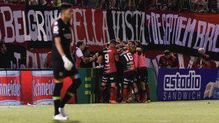En el debut de Alfaro, Boca igualó con Newells en Rosario