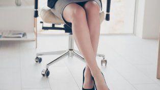 Controversia por la prohibición de que las mujeres usen polleras cortas