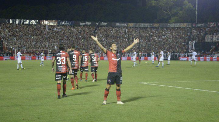 Festejo. Maxi volvió y en el primer partido oficial clavó un golazo ante Boca.