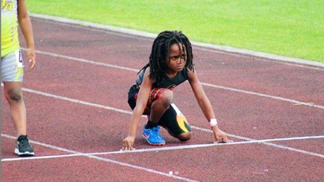 El nene de 7 años que corre como el viento y comparan con Usain Bolt